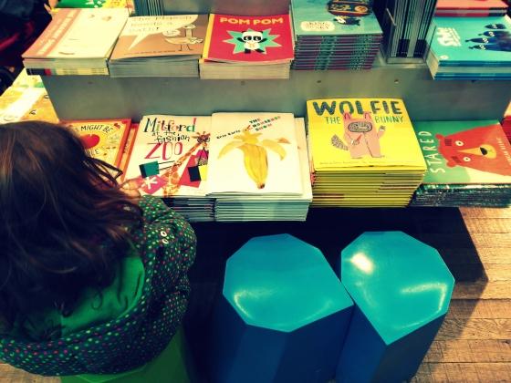 Leyendo en la Tate Modern